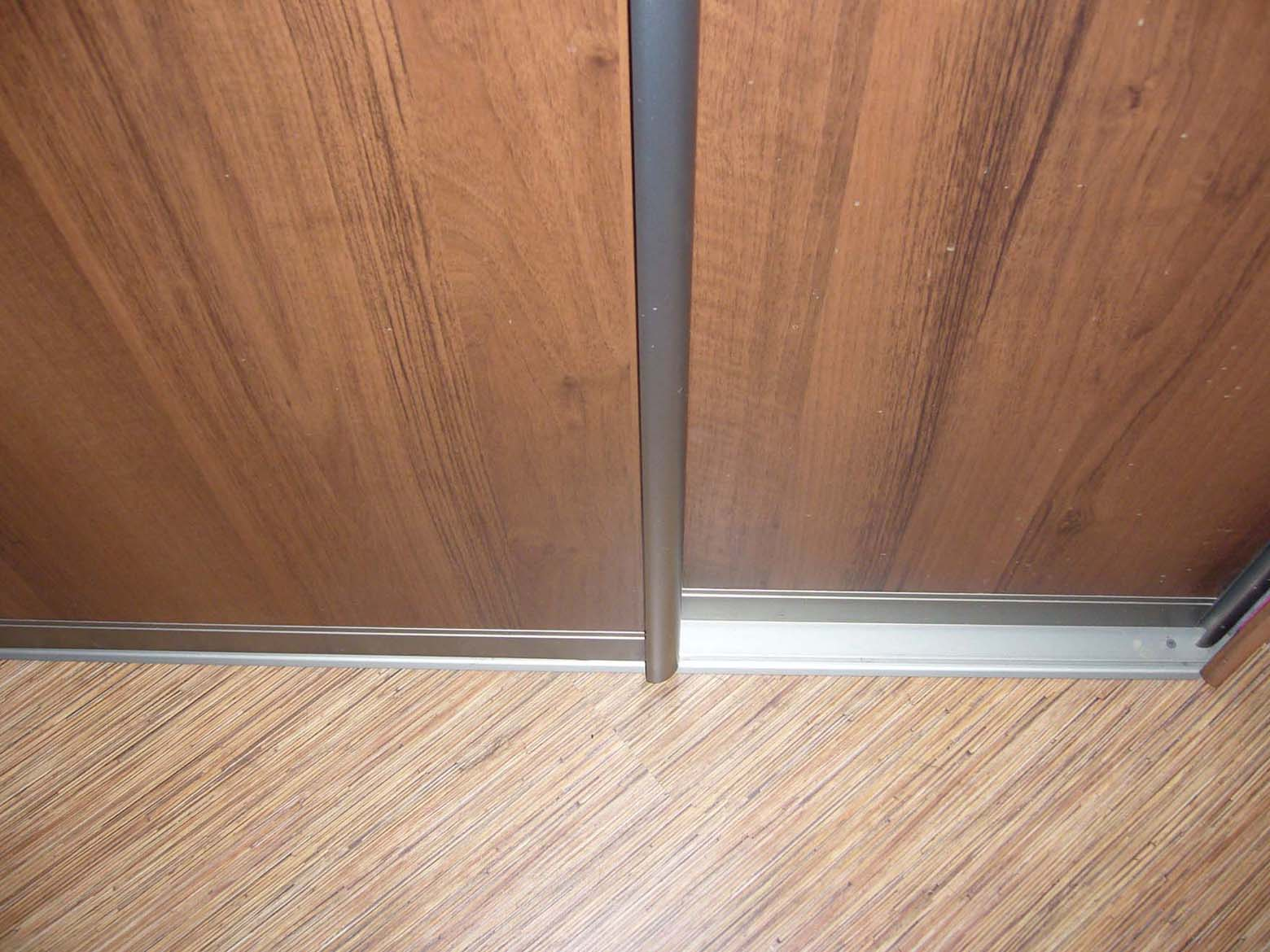 Как сделать двери для шкаф купе своими