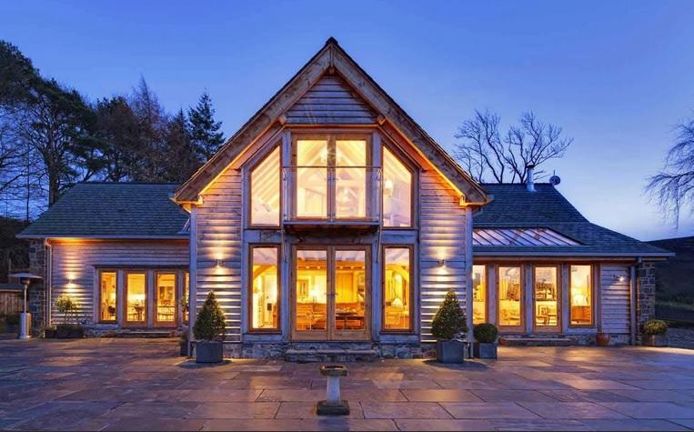 дом с окнами в пол фото